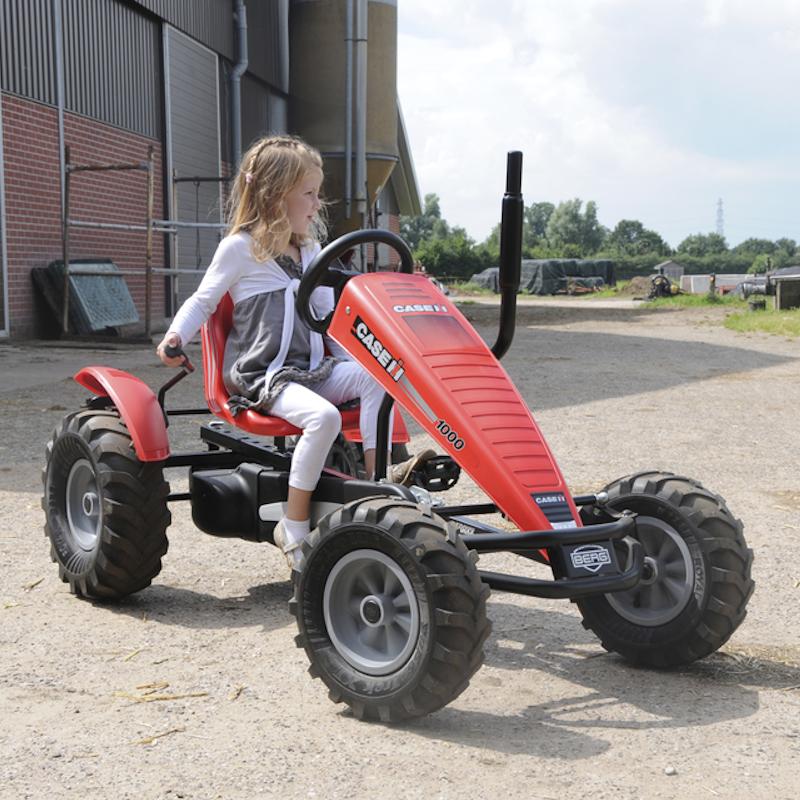 δείτε τρακτέρ παιδικά και όχι μόνο όπως το berg farm case ih για οδηγούς από 5 ετών και άνω